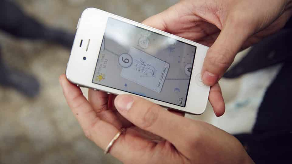 Close up of someone holding a mobile phone with the Silveerpoint app on the screen